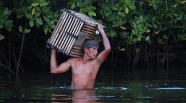 Pencari Kelelawar di Desa Olibu, Kecamatan Paguyaman Pantai, Boalemo (Foto:Arfandi Ibrahim/Liputan6.com)