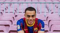 Barcelona resmi mendapatkan Sergino Dest dari Ajax. (foto: Instagram @fcbarcelona)