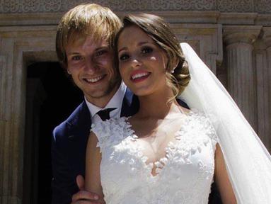 Pasangan baru menikah, Ivan Rakitic asal Barcelona dan Raquel Mauri. (Instagram)
