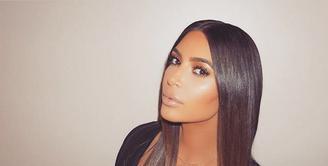 Setelah mengalami berbagai masalah, Kim Kardashian meghilang dari muka umum, terlebih di dunia media sosial. Melipir dari keramaian untuk menenangkan diri, akhirnya Kim kembali hadir di dunia maya. (Instagram/kimkardashian)