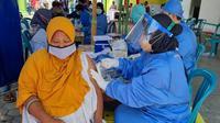 PKB Jatim dan DPC Ngawi menggelar vaksinasi serentak di sejumlah titik di Ngawi. (Istimewa).