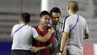 Gelandang Timnas Indonesia U-22, Evan Dimas, menangis setelah memastikan tampil di final SEA Games 2019. (Bola.com/M. Iqbal Ichsan)