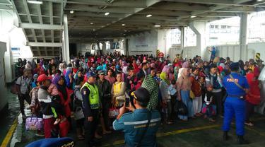ASDP evakuasi warga Pulau Sebesi