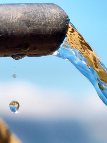Salurkan Bantuan Air Bersih Melalui Mata Air Indosiar