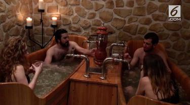 Berendam dengan air bir disajikan sebuah spa di Prague.