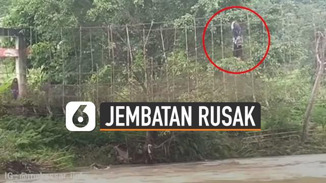 Video pelajar harus nekat bergelantungan di tali jembatan rusak saat menyeberangi sungai bikin miris.