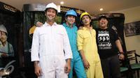 Tora Sudiro akhirnya kembali bertemu rekan-rekannya sesama bintang film Warkop DKI Reborn seperti Vino G. Bastian, Abimana Aryasatya dan Indro Warkop. (Herman Zakharia/Liputan6.com)
