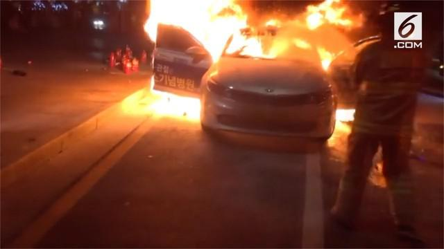 Seorang pengemudi taksi Korea Selatan membakar dirinya sebagai bagian dari aksi protes terhadap layanan carpool komersial online. Pria berusia 65 tahun tersebut diidentifikasi bermarga Lim