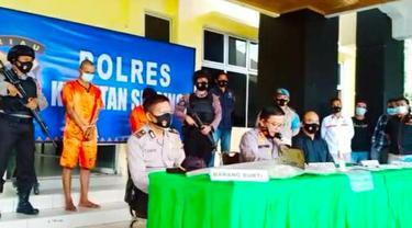 Konferensi pers mayat bocah dalam karung yang merupakan korban pembunuhan di Kabupaten Kuantan Singingi.