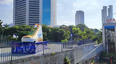 Tugu Sepatu di Jalan Sudirman, Jakarta Pusat