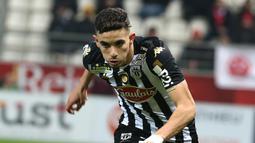 Rayan Ait Nouri - Chelsea dikabarkan tengah mengincar Rayan Ait-Nouri pemain SCO Angers untuk menabah kekuatan di barisan bek kiri the Blues.  (AFP/Francois Nascimbeni)