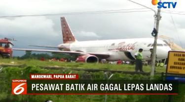 Pesawat Batik Air tipe Air Bus A-320 tergelincir di ujung landasan Bandara Rendani, Manokwari, Papua Barat.