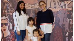 Anak sulung Ussy dan Andhika yang bernama Amel kini sudah berusia 13 tahun, meski begitu, Ussy sebagai ibu belum mengizinkannya untuk berpacaran. Dan begini lah cara Ussy memberikan pengertian apa itu pacaran. (Instagram/ussypratama)