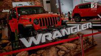 Mobil Jeep Wrangler Rubicon yang dipamerkan saat pembukaan Indonesia International Motor Show (IIMS 2019) di JIExpo Kemayoran, Jakarta, Kamis (25/4). Pameran industri otomotif tersebut berlangsung 25 April - 5 Mei 2019. (Liputan6.com/Faizal Fanani)