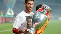 Sergio Ramos rayakan kemenangan Timnas Spanyol di Piala Eropa 2012. (AFP/Damien Meyer)