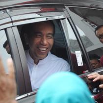 Calon presiden petahana, Joko Widodo seusai menghadiri pelantikan dan konsolidasi tim kampanye daerah Jawa Tengah di Panti Marhaen, Kantor DPD PDIP Semarang, Sabtu (20/10). Jokowi melakukan kunjungan kerja di Semarang selama dua hari (Liputan6.com/Gholib)