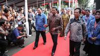 Kepala BNN, Komjen Pol Budi Waseso (kiri) bersama Menko Polhukam Wiranto saat menghadiri puncak peringatan Hari Anti-Narkoba Internasional (HANI) di Plaza Tugu Api Pancasila, Taman Mini Indonesia Indah, Jakarta, Kamis (13/7). (Liputan6.com/Faizal Fanani)