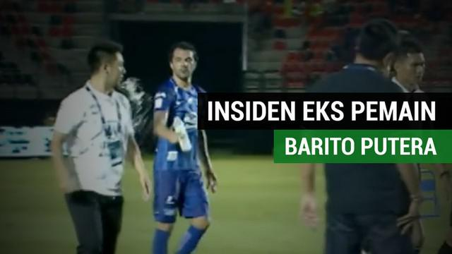 Berita video eks pemain Barito Putera, Thiago Cunha, melempar air ke arah manajer tim lawan lalu dirinya harus dapat luka 6 jahitan.