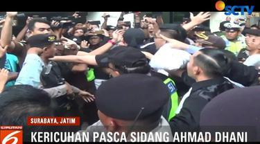 Kericuhan ini diawali oleh aksi Jaksa yang dinilai terlalu kasar terhadap Ahmad Dhani saat wartawan hendak mewawancarai Ahmad Dhani.
