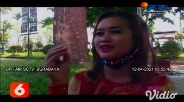 Puluhan model tampil dalam parade kostum atraktif di Jember, Jawa Timur. Menariknya peserta menampilkan kostumnya sambil berlenggak-lenggok di atas ikan, sehingga menjadi tantangan tersendiri.