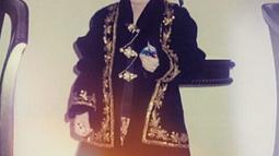 Pemilik nama lengkap Steffhanie Michelle Gabriella Tatum ini terlihat sudah terbiasa menggunakan busana adat Jawa sejak kecil. (Liputan6.com/IG/@arieltatum)