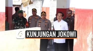 Presiden Jokowi mengunjungi Pasar Wouma di Wamena Papua. Jokowi konsern dengan rehabilitasi pasar yang rusak akibat kerusuhan beberapa waktu lalu. Jokowi menargetkan rehabilitasi Pasar Wouma selasai dalam 2 minggu.