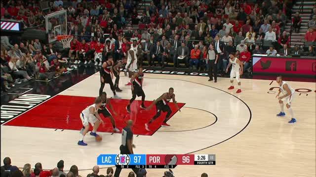 Los Angeles Clippers meraih kemenangan dramatis atas Portland Trail Blazers 104-103.