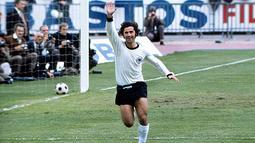 2. Gerd Muller, striker tim Jerman Barat ini merupakan top skor pada Piala Eropa tahun 1972, dirinya juga menjadi pencetak dua gol saat Jerman Barat mengalahkan Uni Soviet di partai final. (UEFA)