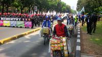 PKL di kawasan sekitar Monas saat demo buruh (Liputan6.com/ Nafiysul Qodar)