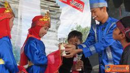 Citizen6, Surabaya: Kegiatan pembagian rapor, (20/6) di Sekolah Dasar (SD) Juara, Surabaya, tampak lebih semarak. Dengan adanya sajian Drama Operet. Kegiatan ini dikemas dalam drama operet yang dimainkan siswa dan guru SD Juara. (Pengirim: Farah Dwi)