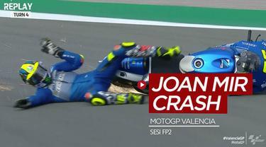 Berita video momen insiden Joan Mir, yang merupakan calon terkuat juara dunia MotoGP 2020, crash saat sesi latihan bebas kedua di Valencia.