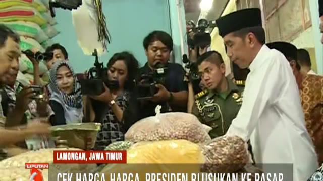 Cek harga sembako di Pasar Sidoharjo, Lamongan. Presiden Jokowi mengatakan kondisi harga stabil.