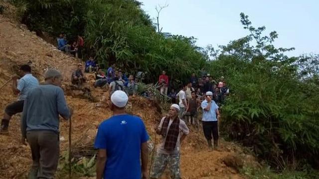 Sebuah tambang emas ilegal di Gunung Pongkor, Desa Bantar Karet, Kecamatan Nanggung, Kabupaten Bogor, longsor pada Minggu, 12 Mei 2019.