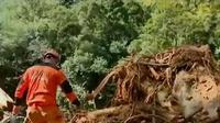 Tim SAR mencari korban longsor di Kabupaten Lima Puluh Kota, Sumbar.