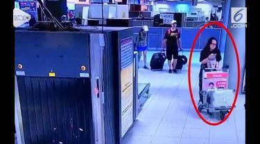 Rekaman pasangan asal Kanada mencuri koper mewah di Bandara Suvarnabhumi, Bangkok. Keduanya berhasil ditangkap tak lama setelah beraksi.