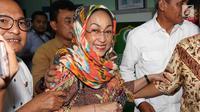 Budayawati Sukmawati Soekarnoputri tersenyum usai pertemuan dengan Ketua MUI KH Ma'ruf Amin di kantor MUI, Jakarta, Kamis (5/4). Usai pertemuan tersebut MUI telah mendapatkan klarifikasi perihal puisi yang di bacakan Sukmawati. (Liputan6.com/Angga Yuniar)