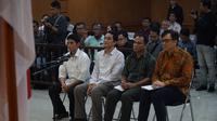 Empat terdakwa perkara suap perizinan proyek Meikarta menjalani sidang dengan agenda pembacaan putusan di Pengadilan Tipikor Bandung. (Huyogo Simbolon)
