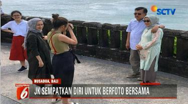 Meski hanya dari area hotel, keluarga Wapres Jusuf Kalla nampak sangat menikmati keindahan panorama pantai di Bali.