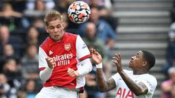 Emile Smith Rowe. Gelandang serang berusia 21 tahun ini merupakan produk asli Akademi Arsenal yang dipinjamkan ke RB Leipzig dan Huddersfield Town pada musim 2018/2019 dan 2019/2020. Ia dipulangkan The Gunners pada musim lalu. Telah bermain di dua laga Arsenal musim ini. (Foto: AFP/Glyn Kirk)