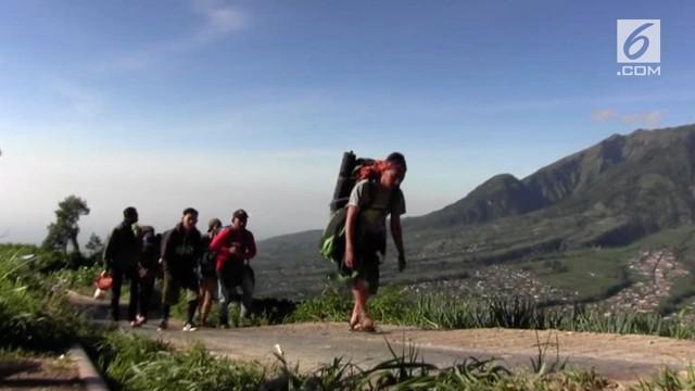 Puncak Merapi hingga kini masih berstatus waspada, akibatnya para pendaki yang ingin mendaki gunung tersebut harus berpindah ke Merbabu.