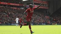 Sadio Mane mencetak gol kedua untuk Liverpool ke gawang Burnley (AP/PETER BYRNE)