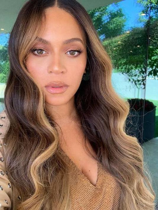 Rambut Highlight Blonde Beyonce (Instagram @beyonce)
