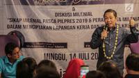 Pendiri Garbi Anis Matta (kanan) didampingi Sandiaga Uno saat berbicara dalam acara diskusi milenial di kawasan Jakarta, Minggu (14/7/2019). Anis mengapresiasi Sandiaga yang bisa move on dan tetap berjuang setelah kalah dalam pemilu. (Liputan6.com/Faizal Fanani)