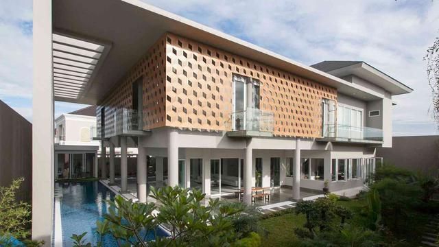 Mengintip Interior Rumah Mewah Berlantai Kaca Dan Kolam Renang Semi Indoor Lifestyle Liputan6 Com