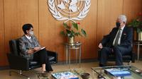 Menlu Retno Marsudi menemui Presiden Majelis Umum PBB Volkan Bozkir (kanan) pada Kamis (19/5) waktu setempat. (Dok: Twitter/@Menlu_RI)