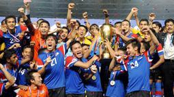 4. Malaysia - Kesuksesan negeri Jiran menjuarai Piala AFF 2010, membuat pemerintahnya  mengumumkan hari libur nasional. Perdana Menteri, Najib Razak, menyebut keberhasilan tersebut sebagai sejarah besar sepak bola Malaysia. (AFP/Adek Berry)