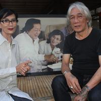 Dua Pendiri Bengkel Teater Rendra, Ken Zuraida dan Iwan  Burnani – Persiapan Pementasan KESAKSIAN RENDRA 7 Tahun Mengenang Seniman  Besar Indonesia 2016 – Foto ist.