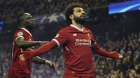 Winger Liverpool, Mohamed Salah, merayakan gol yang dicetaknya ke gawang Manchester City pada laga leg kedua perempat final Liga Champions di Stadion Etihad, Rabu (11/4/2018) dini hari WIB. (AP Photo/Rui Vieira)