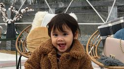 Acha Septriasa dan suaminya memberi nama anaknya Bridgia Kalina Kharisma. Bridgia memiliki arti sebagai sumber kekuatan dan penghubung yang kuat, layaknya jembatan, Kalina adalah nama bunga yang tumbuh di Australia, dan Kharisma adalah nama dari sang ayah. (Liputan6.com/IG/@septriasaacha)