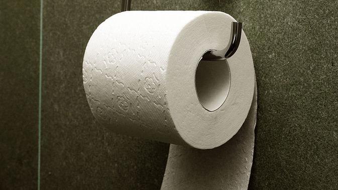 Pemasangan tisu toilet